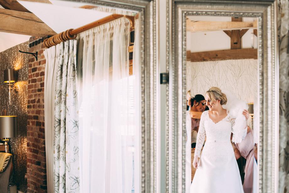 Mythe Barn Wedding Photographer-08