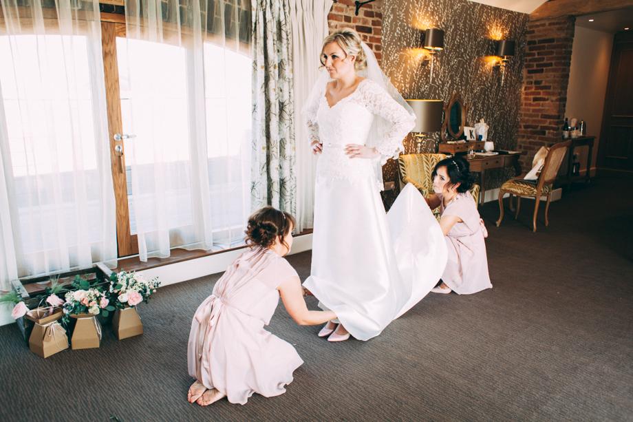 Mythe Barn Wedding Photographer-09