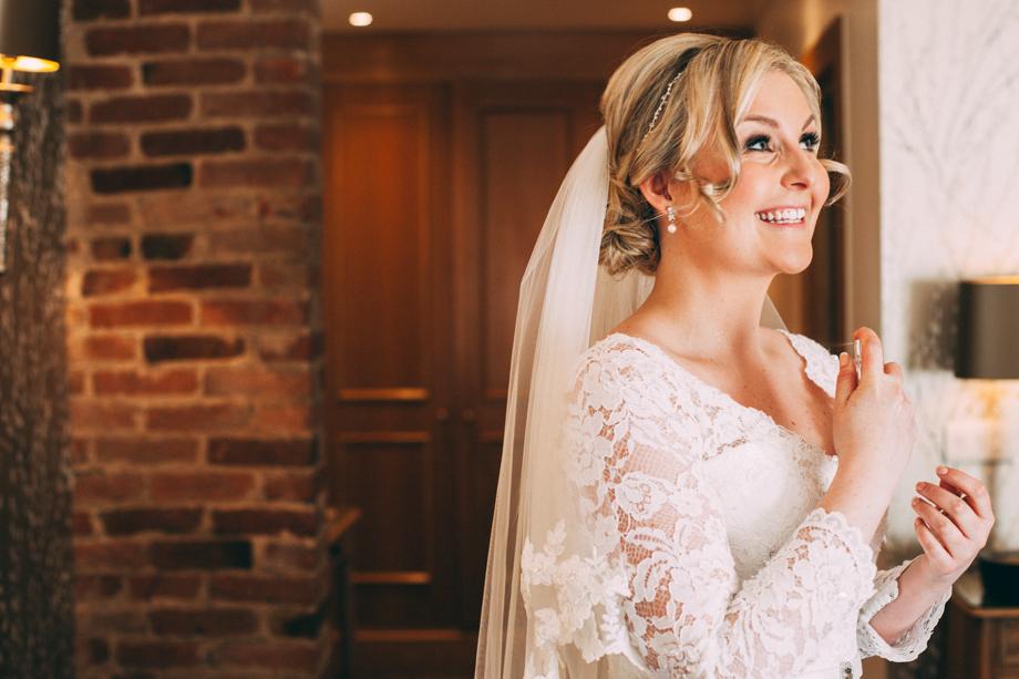 Mythe Barn Wedding Photographer-10